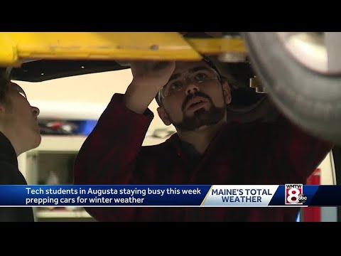 Maine high school students help car owners get ready for snow