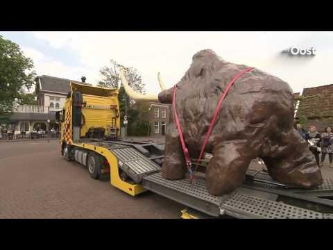 Mammoet Boris is in Borne aangekomen