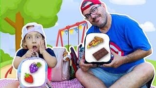 Maria Clara vai a um PICNIC ENGRAÇADO   Maria Clara go to a funny picnic to eat lunch - MC Divertida