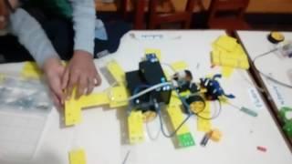 Fabrizio construyendo