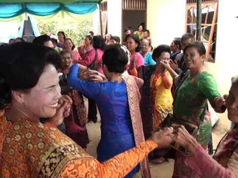 Manortor NA MARPARIBAN di Siborong Borong