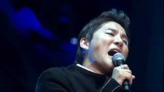 "Gambar cover [DVD Cut] XIA JUNSU - 15.蕾 (TSUBOMI) 츠보미 ""2013 Xia Ballad & Musical Concert Vol.2"""