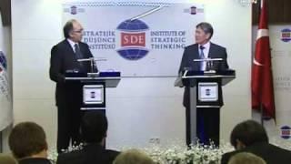 Kirgizistan basbakani  Atambeyev in Türkiye hakkinda konumasi