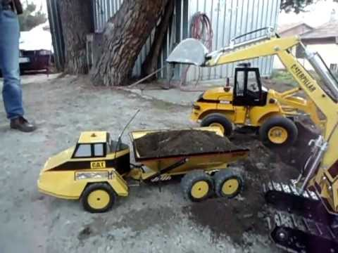 Pala gommata ed escavatore idraulici autocostruiti rc