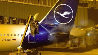 Lufthansa A320neo Gets De-Iced Before Take Off From Manchester Airport - December 2018