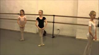 """Фрагмент урока по балету в Академии искусств """"МУЗА"""""""
