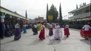 "Jarabe Tapatío- baile tradicional mexicano en la secundaria ""Juana de Asbaje"""