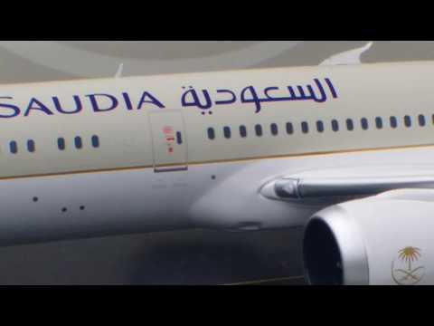 JC Wings 200 Saudia B787-9 Review