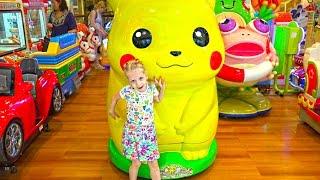 Едем в большой торговый центр Большой Пикачу Игровая детская площадка и накупили кучу вкусняшек