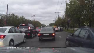 """""""فيديو"""" شاهد حادث انقلاب لسيارة تويوتا يارس لا يصدق"""