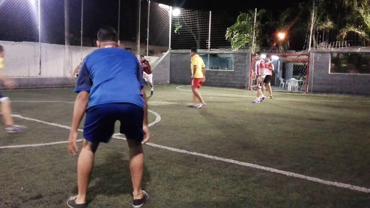 Jugando Futbol En La Noche Youtube