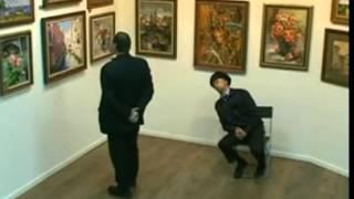 Атака клоунов  Охранник в музее