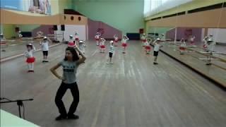 урок у детей 7 лет в ансамбле народного танца Чабарок.  Детский танец ВЕСЁЛЫЕ КОВБОИ