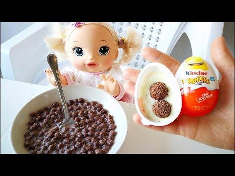 Куклы Пупсики Кушает Шоколадные Шарики на Завтрак Открывает Сюрприз Киндер Джой 108маматв