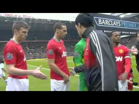 Suárez niega el saludo a Evra en Old Trafford