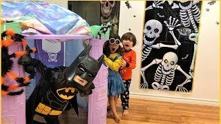 HALLOWEEN Trick or Treat with superheroes!!! Fun Toys and Kids Candy