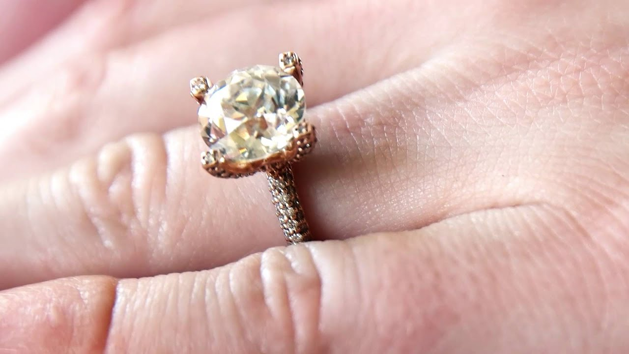 What To Consider When Choosing a Moissanite Diamond - YouTube