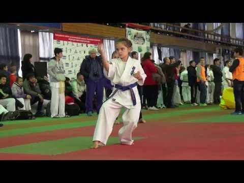 Kyokushin kata Yantsu girl 9 year old