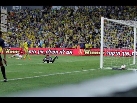 Ovidiu Hoban with the goal for Hapoel Beer Sheva