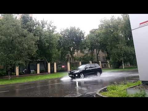 Брызги от автомобилей в дождь