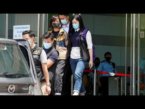 شرطة هونغ كونغ تعتقل خمسة من مسؤولي صحيفة -آبل ديلي- المؤيدة للديمقراطية  - نشر قبل 6 ساعة