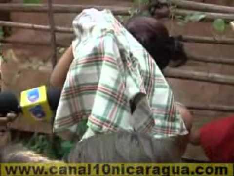 Dos mujeres pelean en via publica por un hombre