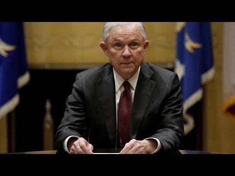 RT en Español: '¿Hay rusos?': El fiscal general de EE.UU. bromea sobre acusaciones de una colusión con Moscú