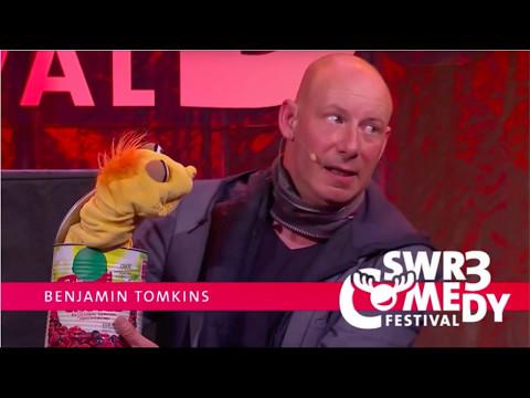 Bauchredner Benjamin Tomkins und der Geist der Dose