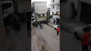 شاحنة تفقد الفرامل وتصطدم بمركبة في حي 11 ديسمبر بـ دالي براهيم