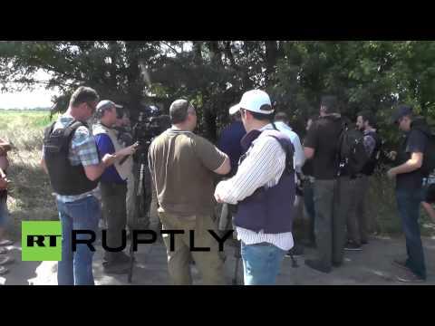 Ukraine: OSCE flee MH17 crash site after shelling