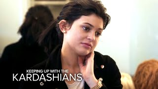 KUWTK | Khloe Kardashian Gets a Mold of Her Face | E!