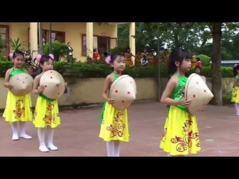 Múa Hồn quê lớp 1B Trường tiểu học Hương Sơn nhân ngày 20/11
