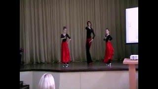 Испанский танец.Фламенко .(flamenco)Танцуют Ира, Саша и Юля(У меня талантливые не только дети, но и их родители:) Ира, это мама одной из моих учениц, с радостью согласила..., 2016-01-15T03:34:19.000Z)