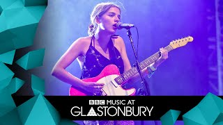 Goat Girl - Slowly Reclines (Glastonbury 2019)