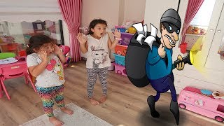 EVİMİZE HIRSIZ GİRMİŞ OYUNCAKLARIMIZ YOK!! - Elif Öykü  and Masal  Pretend Play with Surprise Toys