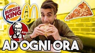 🍔🍕 MANGIO FAST FOOD ad OGNI ORA per un GIORNO INTERO! | 24 ORE CHALLENGE