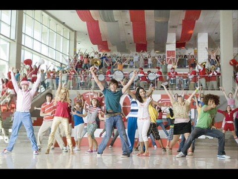 HIGH SCHOOL MUSICAL2 - WHAT TIME IS IT? (KYA MAST HAI LIFE)