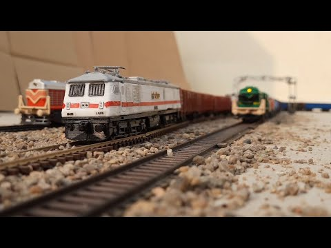 DIESEL LOCOMOTIVE OVERTAKING WAP 7 FREIGHT | NEW WAGON | MODEL TRAIN HO SCALE