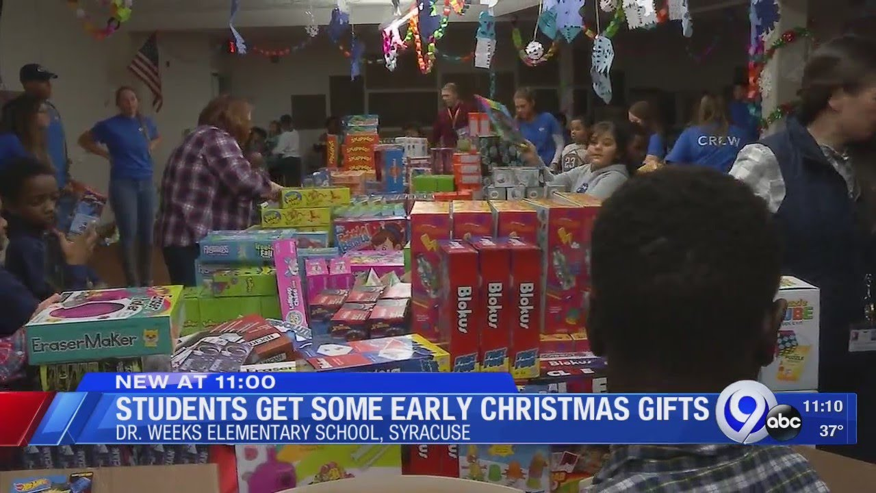 Students Receive Early Christmas Gifts At Dr Weeks Elementary Youtube