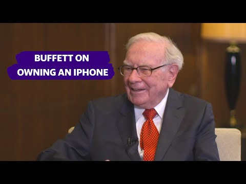 Warren Buffett On Using His IPhone And Having  Apple CEO Tim Cook Teach Him How To Use It