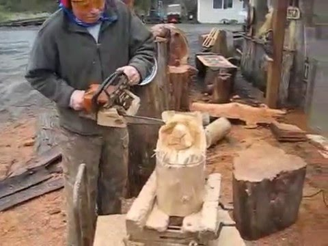 Chainsaw Carving - 4 Minute Bear!