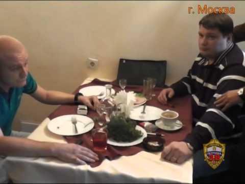 В Москве полицейские задержали подозреваемых в вымогательстве взятки