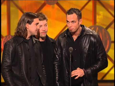 Creed wins Favorite Pop Rock Album Award -- AMAs 2001