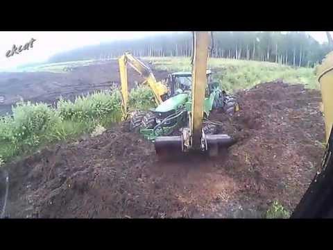 Вытаскиваю трактор из болота. Pulling tractor out of swamp\ufeff . John Deere 6620, Cat 312C.