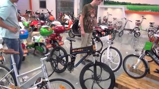 Китайские электровелосипеды и электроскутеры - Жизнь в Китае #49(Посещаем шоурум производителей велосипедов Benlin и Tailing. Задать вопрос про электровелосипеды можно в группе..., 2015-06-20T01:16:10.000Z)