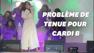 Cardi B finit un concert en peignoir après avoir déchiré sa tenue