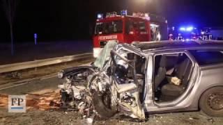 Ein Toter und drei Verletzte bei schwerem Unfall auf der B174