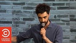 Stand Up Comedy: Come funziona la chat gay Grindr - Daniele Gattano - Comedy Central