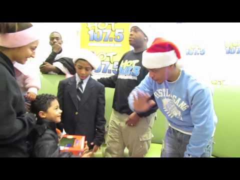 Giving Back: T.I. Gives Toys At Detroit Children's Hospital!