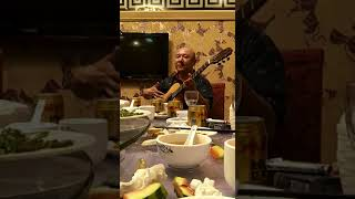 Вот так надо играть на гитаре!!!